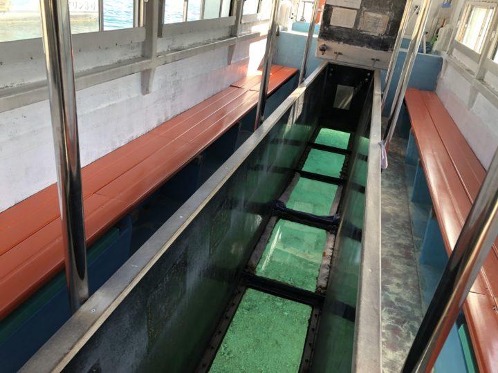 川平湾のグラスボート内部