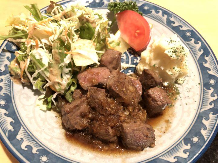 肴座円陣の石垣牛サイコロステーキ