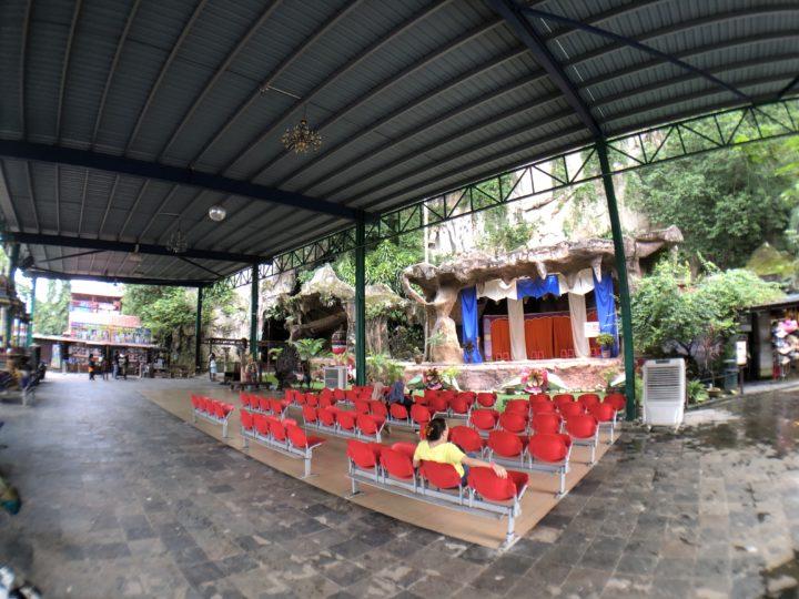 Caves Villa ショーステージ