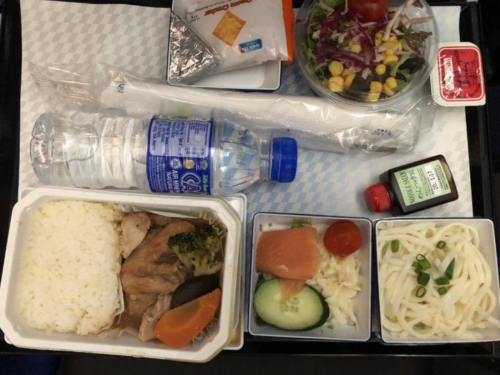 エコノミーの機内食2