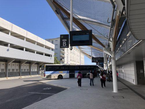 【バス乗場へ】③バスがいる!