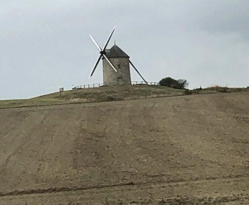 バスから見かけた風車