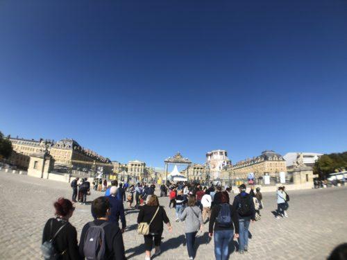 平日のベルサイユ宮殿入口
