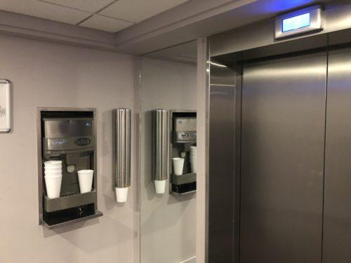 エレベーター前の製氷機
