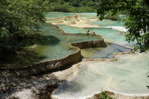 黄龍の棚田状の池