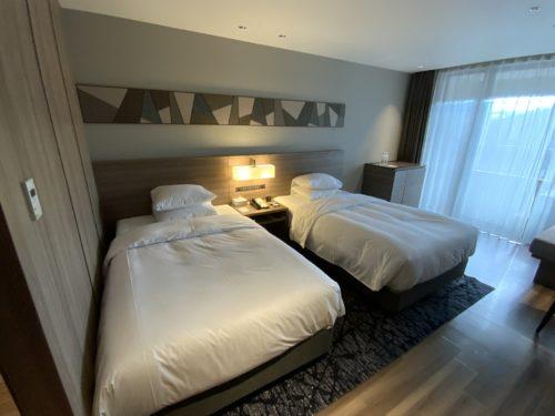 シモンズ製のベッド