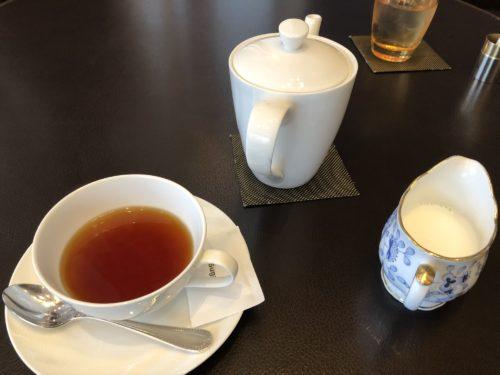 クラウンカフェで紅茶