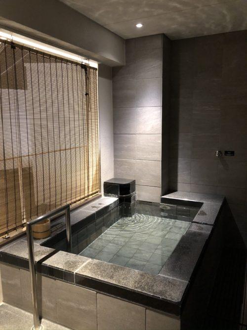 夜の温泉露天風呂