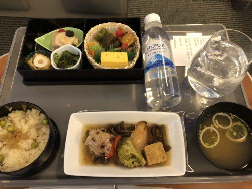 プレミアムクラスの機内食