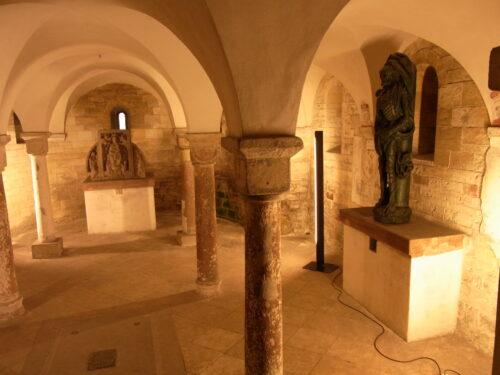 教会の地下