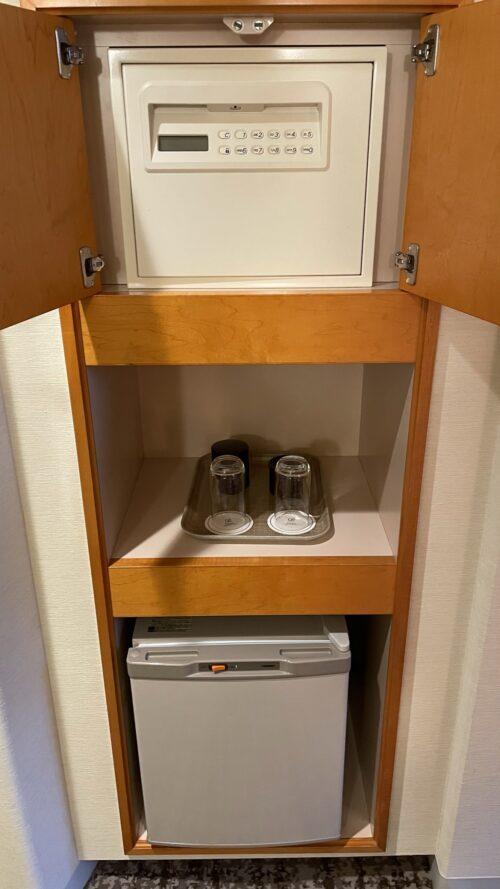 冷蔵庫と金庫